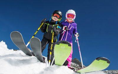 fot de crianças esquiando