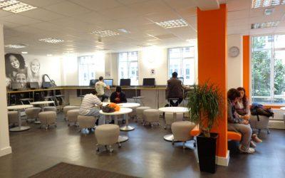 foto da PC room da EC em Bristol, Inglaterra